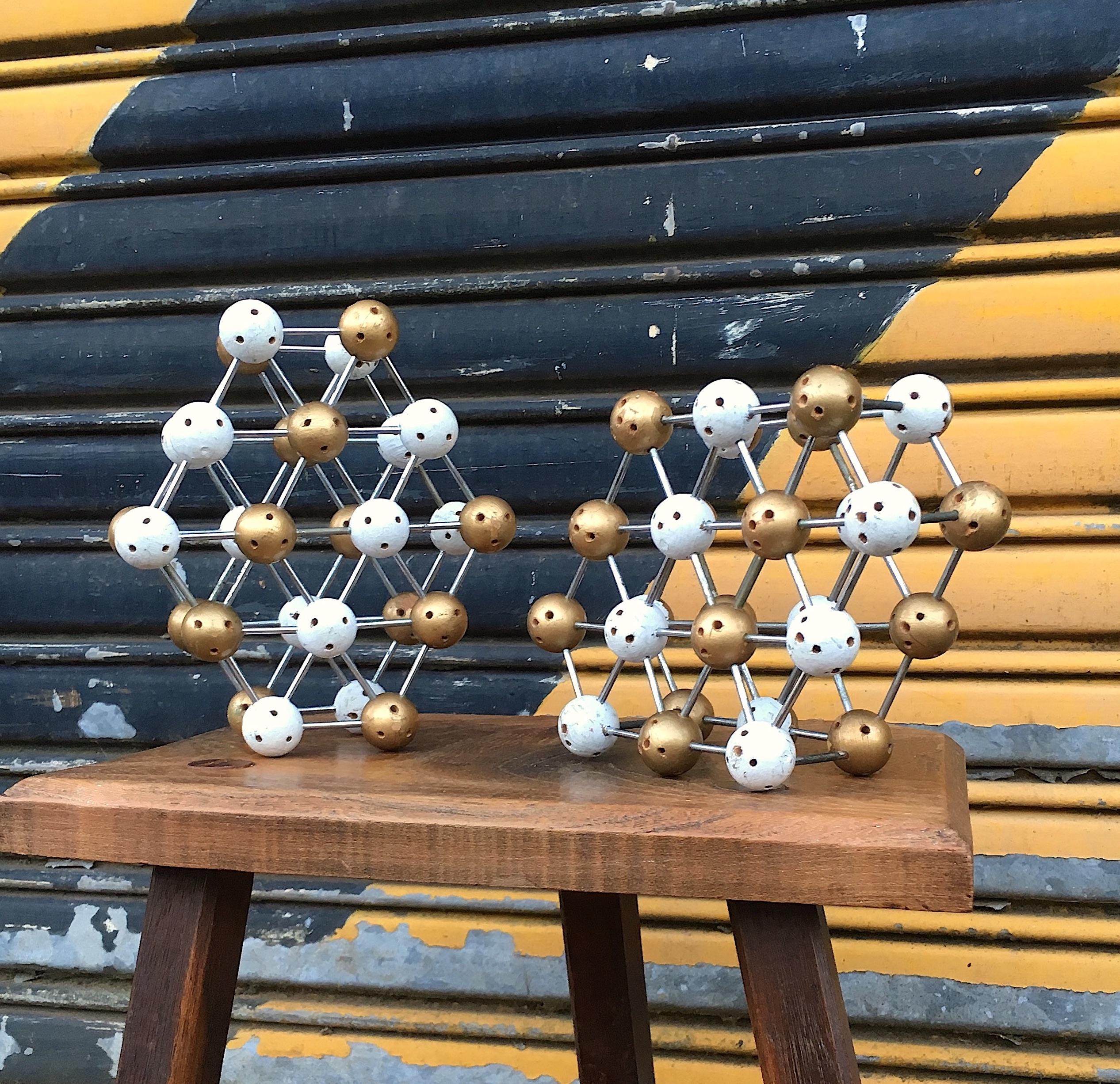 Gold & White atoms 1