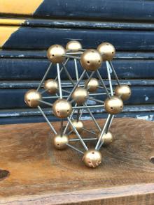 Gold atom 1
